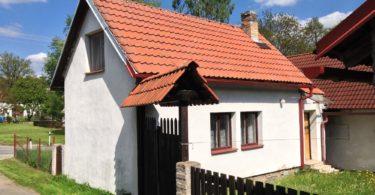 chaupa, sedlová střecha, vjezd na pozemek