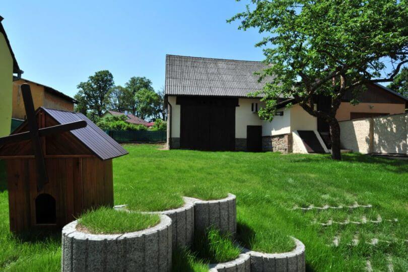 zahrada, stodola, strom