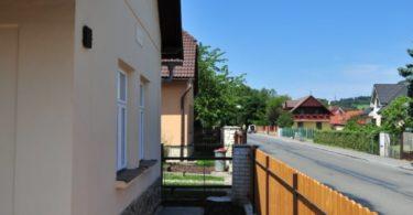 dům, cesta, plot
