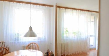 pokoj, jídelní kout, záclony a světlo